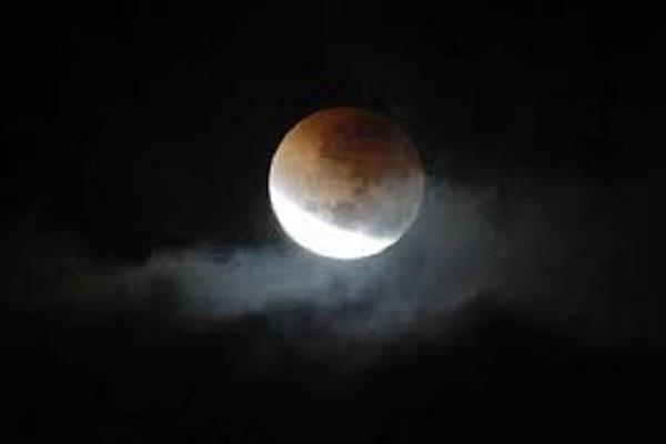 भारत में पूर्णिमा की रात लगेगा खंडग्रास चंद्र ग्रहण