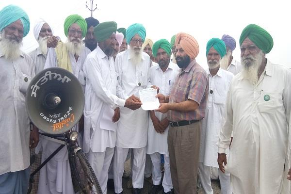 खेती सामान पर GST लगाने के खिलाफ भारतीय किसान यूनियन ने दिया धरना