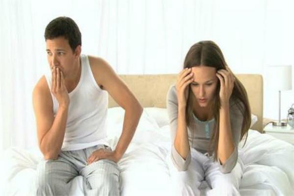 सावधान! बेडरूम में शारीरिक परेशानियों का कारण ये चीजें, करें इन्हें बाहर