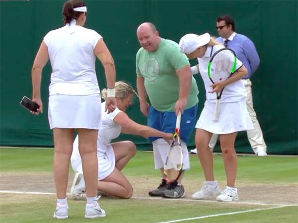 जब क्लिस्टर्स ने विम्बल्डन में पुरुष फैन को पहना दिया स्कर्ट, देखिए Pics