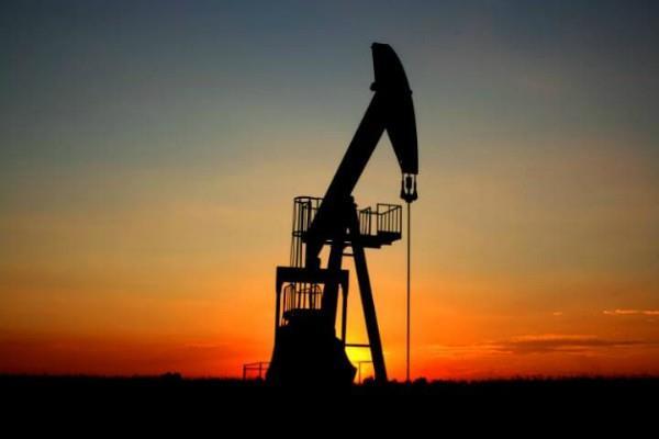 कच्चे तेल में सुस्ती, सोने में हल्की बढ़त