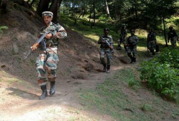 भारतीय सेना की गोलीबारी से नदी में गिरी PAK सेना की गाड़ी, 4 सैनिक डूबे