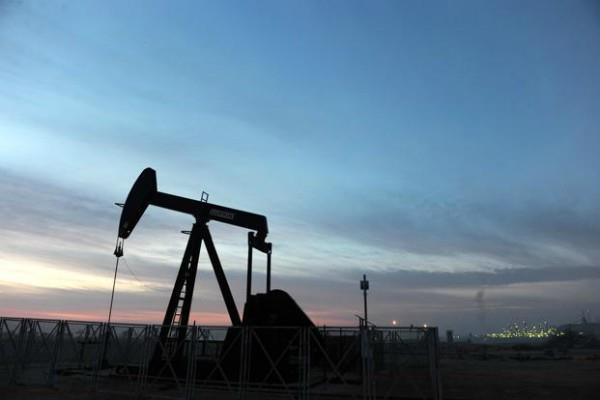 कच्चे तेल में जोरदार उछाल, सोने में हल्की बढ़त