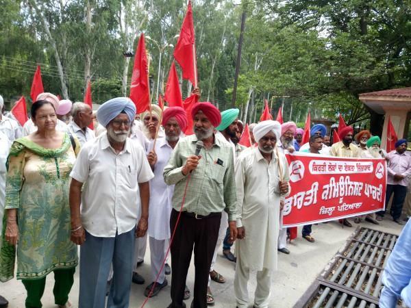 भारतीय साम्यवादी पार्टी का प्रदर्शन,कहा टैक्सों ने किया जनता का जीना मुहाल