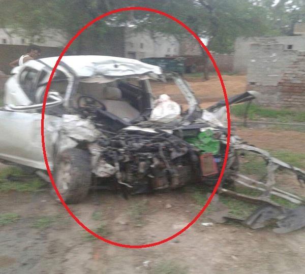 हादसा इतना भयानक कि उड़ें कार के परखच्चे, 5 लोगों की मौत
