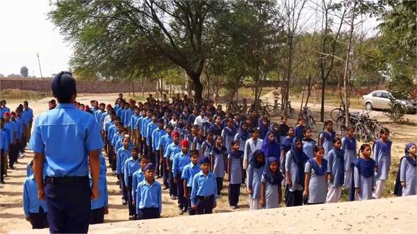 नोटिफेक्शन जारी होने के बावजूद कई स्कूलों के अध्यापक पहुंचे लेट,गिर सकती है गाज