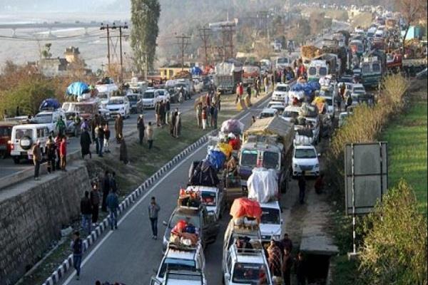 अमरनाथ यात्रा: भारी बारिश और भूस्खलन से जम्मू श्रीनगर हाईवे बंद
