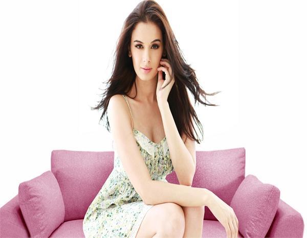 बर्थ डे स्पेशल: 30 की हुईं बॉलीवुड की बिकनी क्वीन Evelyn Sharma