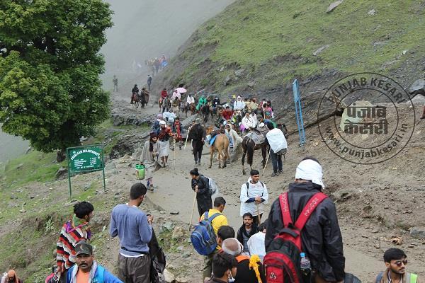 अमरनाथ यात्रा : कड़ी सुरक्षा के बीच 300 श्रद्धालुओं का नया जत्था रवाना