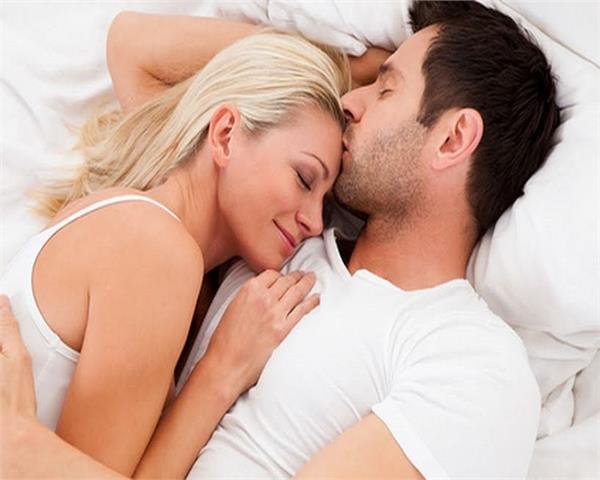 संबंध बनाते समय Couple  भूलकर भी न करें ये गलतियां