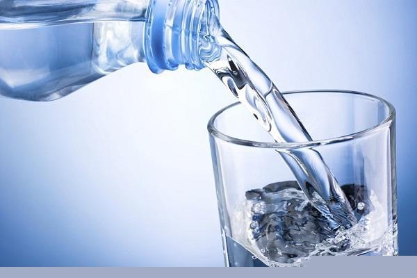 अाखिर क्यों यहां लोग पानी खरीदने को हो रहे मजबूर