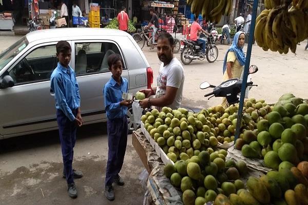 हाल-ए-सरकारी स्कूल, अध्यापिकाएं बच्चों को बाजार भेजकर मंगवाती हैं यह सामान