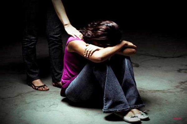 UP पुलिस के एसओ पर लगा थाने में नाबालिग से रेप का आरोप, IG ने दिए जांच के आदेश