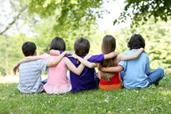मित्रता करने से पहले ध्यान रखे आचार्य चाणक्य की सीख, नहीं मिलेगा धोखा