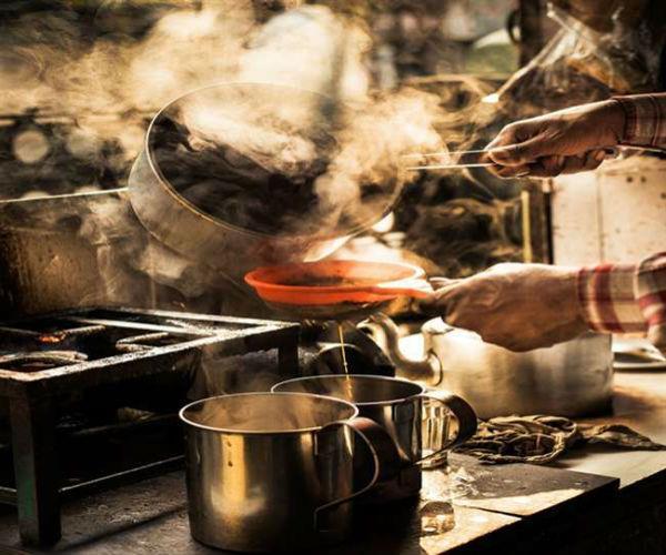 यूपी: मिर्जापुर में एक टी स्टॉल पर चाय पीने से 21 लोग बीमार, मचा हड़कम्प