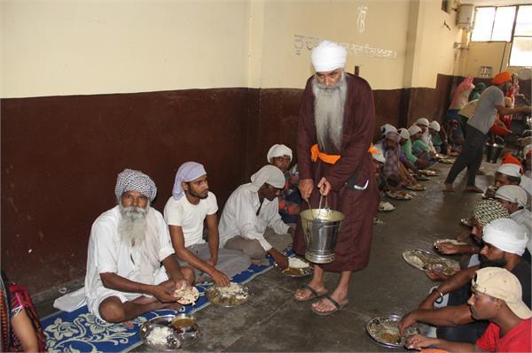 PGI मरीजों के लिए गुरुद्वारा साहिब बना उम्मीद की किरण, 4000 लोग खाते भरपेट खाना व गुजारते रात