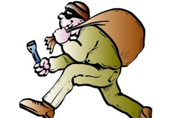 बी.एस.एन.एल. की अंडरग्राऊंड वायर ले उड़े चोर