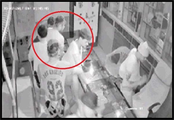 CCTV में कैद हुए 8 चाेर, 15 मिनट में उड़ाए 45 लाख!