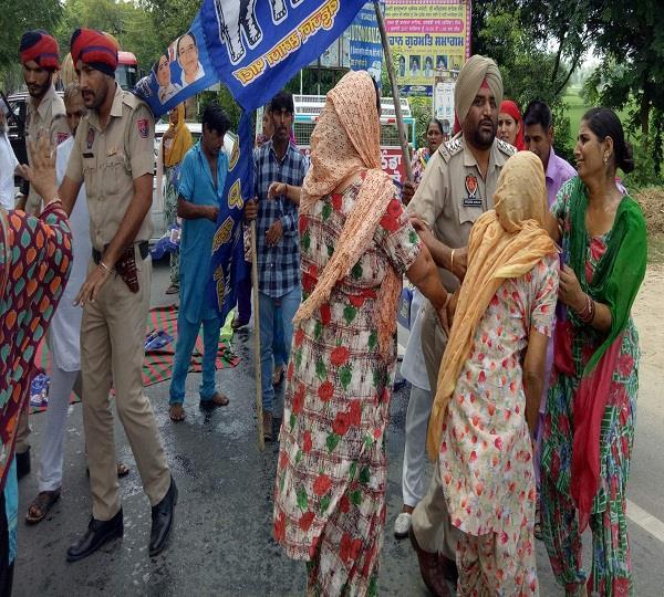 भागीवांदर मोनू कत्ल कांडः प्रदर्शन दौरान पीड़ित परिवार ने की आत्मदाह करने की कोशिश