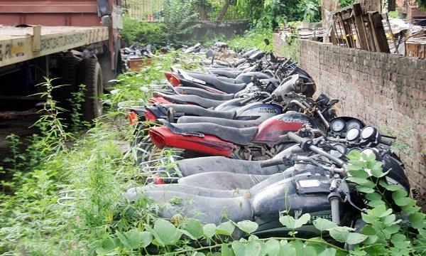 करोड़ों के वाहनों को पुलिस ने बना दिया कबाड़ !