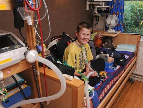 नींद में सांस लेना छोड़ देता है ये लड़का, डॉक्टराें ने कहा था 6 हफ्ते ही जिंदा रहेगा!