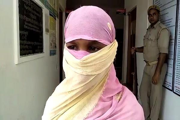 मथुरा में चलती ट्रेन में किशोरी से बलात्कार