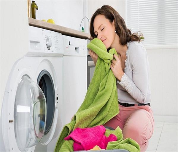 मानसून में कपड़ों की बदबू रहेगी दूर, अपनाएं ये तरीके