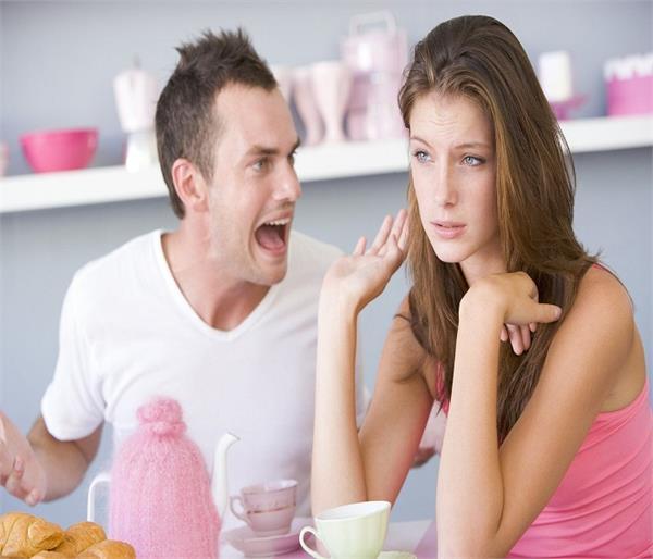 महिलाओं की इन हरकतों से जानें कि क्या वे करती हैं आपकी Respect ?