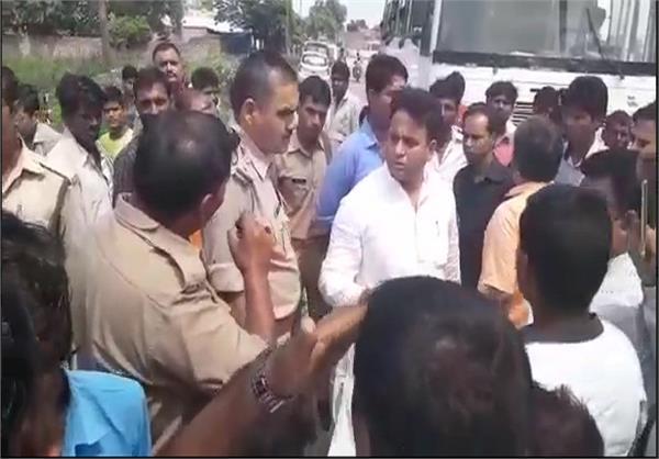 सिपाही पर बस चालक से उगाही का आरोप, विधायक ने दिए कार्रवाई के आदेश