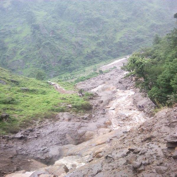 देवभूमि में कुदरत का कहर: रामपुर के गानवी में फटा बादल, पुल बहे (Watch Pics)