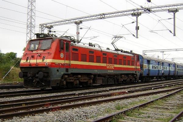 खुशखबरी: बेरोजगारों के अच्छे दिन शुरु! 1 लाख पदों पर भर्ती की तैयारी में railway