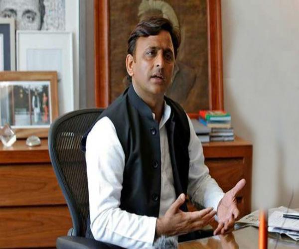 अखिलेश की मुश्किलें बढ़ीं, सपा के 26 मुस्लिम नेताओं ने दिया सामूहिक इस्तीफा