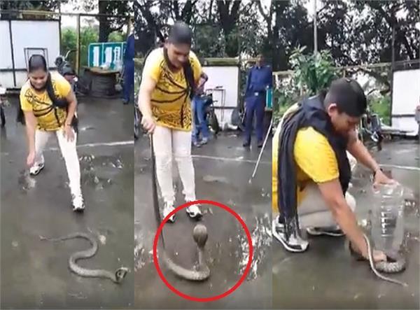 VIDEO: देखें 3 मिनट में इस महिला ने सांप पर कैसे पाया काबू?