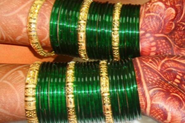 सावन में क्यों पहननी चाहिए हरी चूड़ियां, क्या है इस रंग को उपयोग करने के लाभ