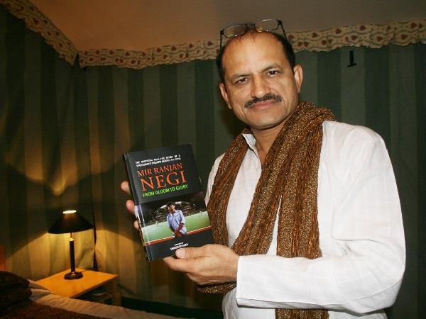 भ्रष्टाचार के आरोप में फंसे 'चक दे इंडिया' वाले कोच रंजन नेगी, जा सकती है नौकरी