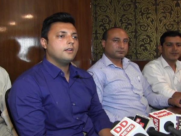 आश्रय शर्मा ने BJP नेताओं को दी खुली चुनौती
