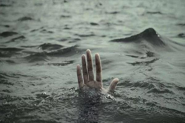 उफनती ब्यास नदी में नहाना 2 छात्रों को पड़ा महंगा, तलाश में जुटी पुलिस