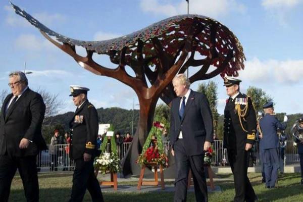 ब्रिटेन के विदेश मंत्री ने न्यूजीलैंड के अभिवादन के तरीके पर ली चुटकी