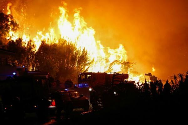 फ्रांस के जंगलों में आग,10,000 लोगों को सुरक्षित जगहों पर ले जाया गया