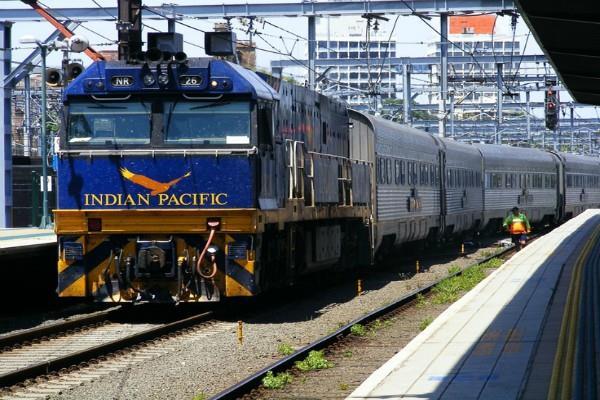 CAG की रेलवे को फटकार, देरी से चलने वाली ट्रेनों पर सुपरफास्ट शुल्क क्यों?