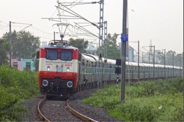 रेलवे में होनी है भर्तियां, मिलेगी 34000 सैलरी