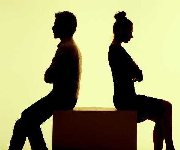 हिन्दू पत्नी को फोन पर दिया तलाक, पत्नी ने लगाया सनसनीखेज आरोप