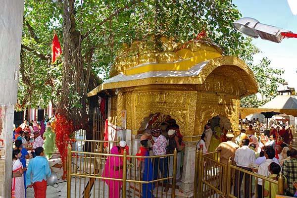 हिमाचल के इस धार्मिक स्थल में नहीं रुक रही बैक डोर एंट्री