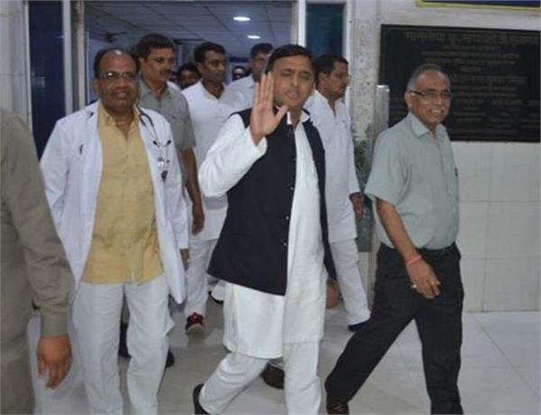 SP की बैठक के दौरान उमा शंकर की हार्ट अटैक से मौत, अखिलेश ने कहा- पार्टी के लिए बड़ी क्षति