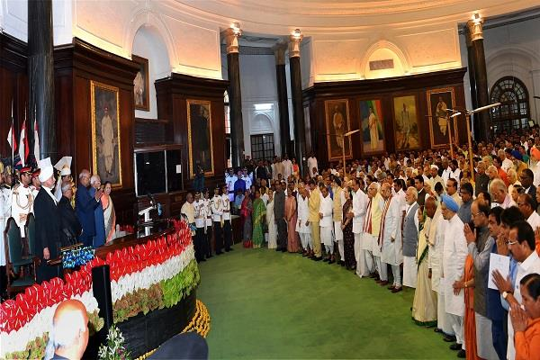 राष्ट्रपति रामनाथ कोविंद के शपथ ग्रहण समारोह में टूटा प्रोटोकॉल