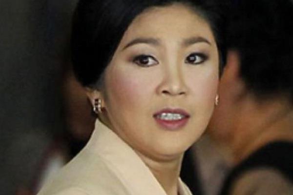 थाईलैंड के पूर्व प्रधानमंत्री यिंगलुक के बैंक खातों से लेनदेन पर रोक