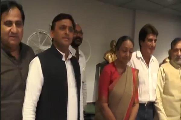 मीराकुमार ने मायावती और अखिलेश से मिलकर मांगा समर्थन