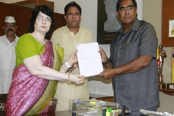 गुजरात में कांग्रेस को एक और झटका, एक दिन में तीन विधायकों ने दिया इस्तीफा