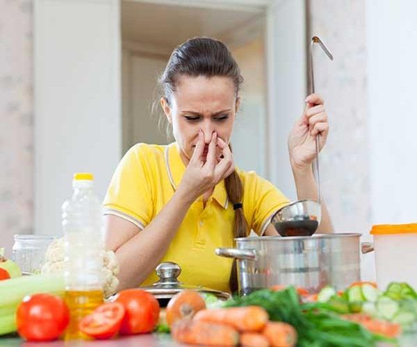 किचन की बदबू को दूर करें ये घरेलू उपाय