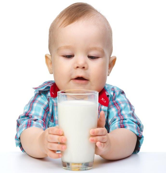 क्या आपका बच्चा भी नहीं पीता दूध? आजमाएं ये तरीके